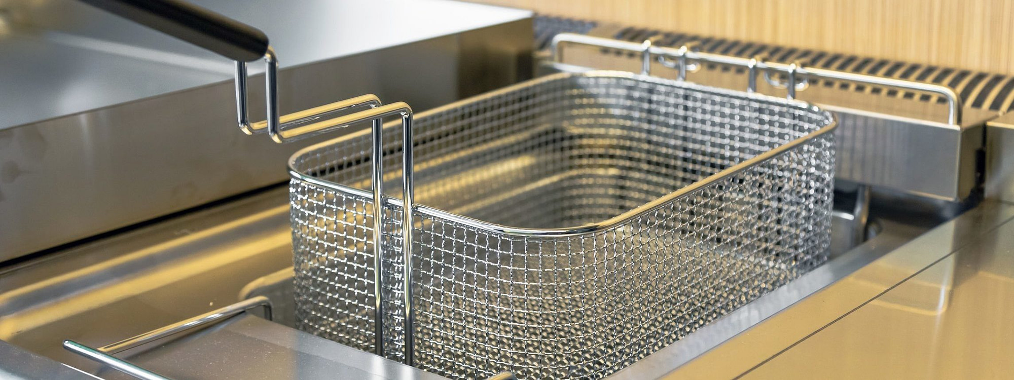 How To Clean a Deep Fat Fryer- 17 Steps